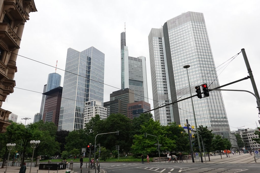 Frankfurt: Skyline @ Willy-Brandt-Platz