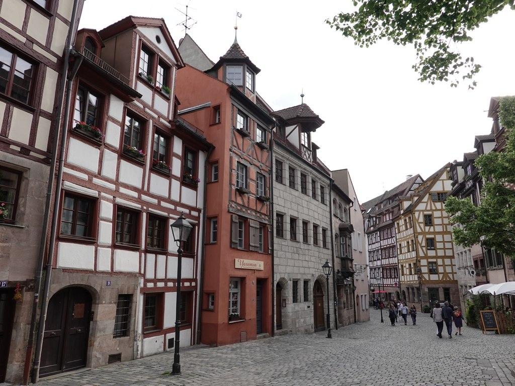 Nuremberg / Nürnberg: Weißgerbergasse
